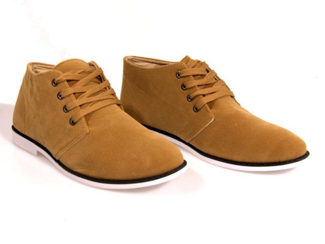 Kremowe sandały na słupku Bethi Style